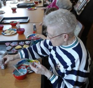 Our Azura of Clinton residents decorate holiday cookies with friends and family.