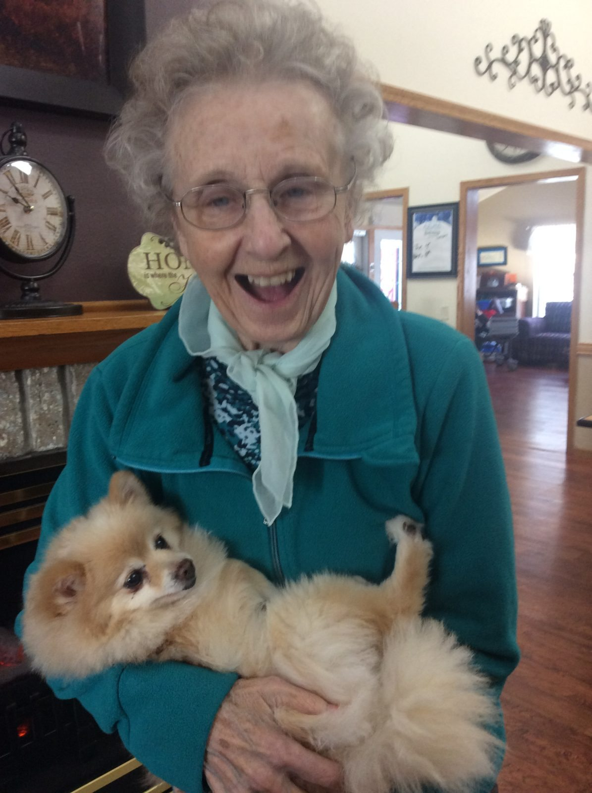 Residents at Azura of Eau Claire enjoy pet therapy and reminisce on past memories with their pets.